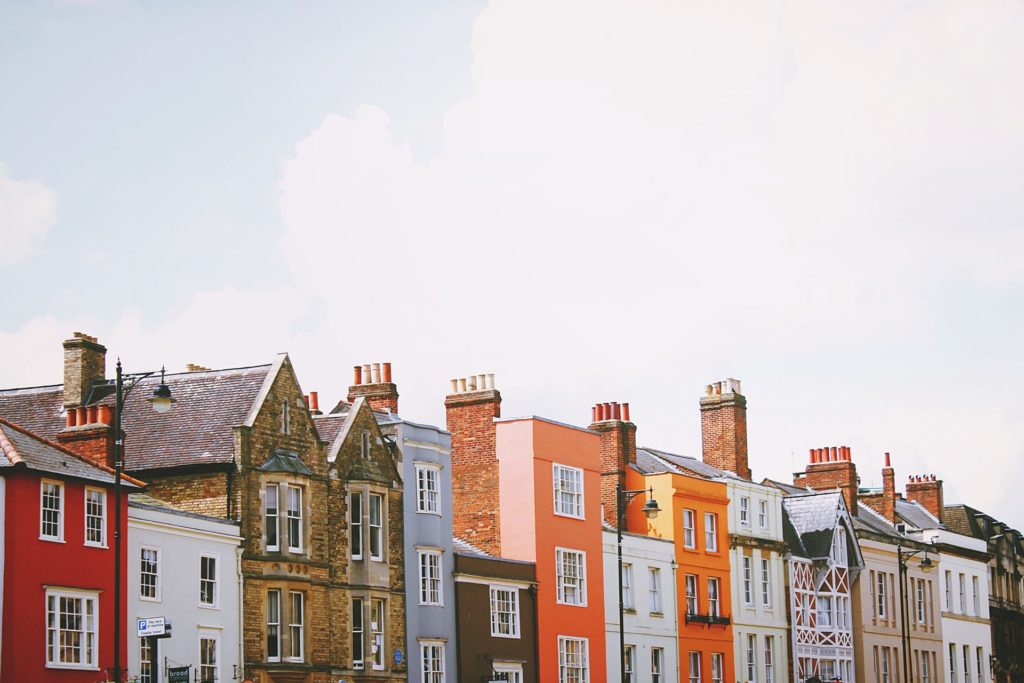 Tips for UK investors to grow their property portfolio fast